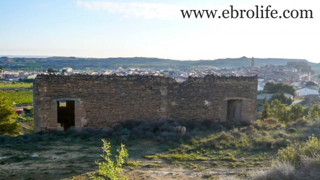 Masía de piedra en Maella