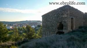 Masía de piedra en Maella en oferta con casa