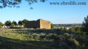 Masía de piedra en Maella para vender con casa