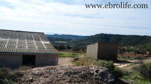 Vendemos Construcción ganadera en Maella con río