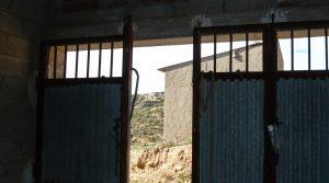 Construcción ganadera en Maella en venta con agua