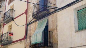 Casa antigua en Fabara en venta con bodega