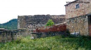 Gran masía con corrales y era en Maella para vender con río por 36.000€
