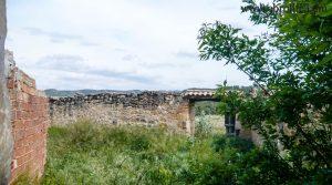 Gran masía con corrales y era en Maella en oferta con olivos por 36.000€