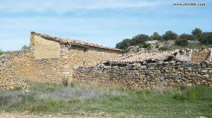 Finca rústica de olivos en Valdealgorfa en oferta con almendros