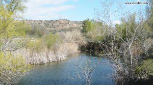 Finca rústica de regadío en Castellseras en oferta con río