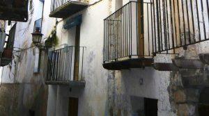 Casa en el casco antiguo de Valderrobres en oferta con agua