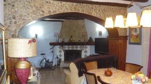 Foto de Casa del siglo XV en La Fresneda en venta con trastero