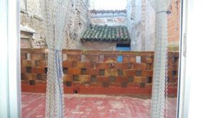 Casa con patios abiertos en Maella a buen precio con agua por 66.000€