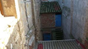 Casa con patios abiertos en Maella en oferta con calefacción