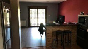 Detalle de Chalet en Caspe con porche por 195.000€