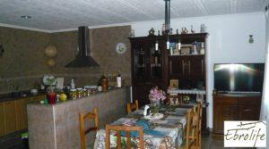 Se vende Casa en Caspe con piscina excelente para vivir. con establo