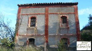 Casa en Caspe con piscina excelente para vivir. a buen precio con establo