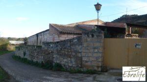 Se vende Casa en Caspe con piscina excelente para vivir. con establo por 600.000€