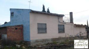Casa de campo en Caspe con gran piscina para vender con garaje por 73.000€