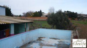 Casa de campo en Caspe con gran piscina en oferta con cerca del centro por 73.000€