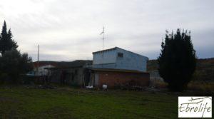 Casa de campo en Caspe con gran piscina en oferta con piscina por 73.000€