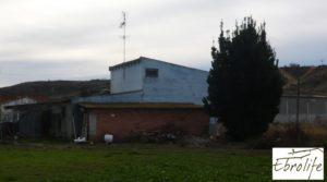 Se vende Casa de campo en Caspe con gran piscina con cerca del centro por 73.000€