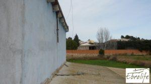 Detalle de Casa de campo en Caspe con gran piscina con piscina