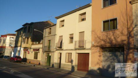 Casa solariega en Caspe, frente a la glorieta.