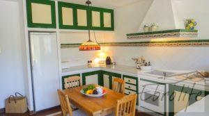 Casa en Ojen de estilo Feng-Shui en oferta con almacén por 390.000€