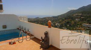 Foto de Casa en Ojen de estilo Feng-Shui con terraza