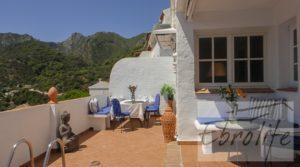 Casa en Ojen de estilo Feng-Shui para vender con almacén por 390.000€