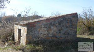 Finca en la huerta de Caspe con masía de piedra. en venta con ciruelos