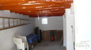 Detalle de Casa de campo en Maella con finca de frutales y olivos con arboles frutales