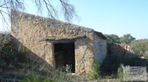 Finca de olivos con masía de piedra en Fabara para vender con variedad tradicional de gran calidad por 18.000€