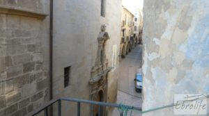 Casa de piedra en el centro de Batea para vender con trastero por 75.000€
