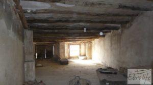 Foto de Casa de piedra en el centro de Batea con garage