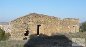 Masía de piedra en Maella para reformar. en oferta con vistas privilegiadas por 17.000€