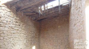 Masía de piedra en Maella para reformar. en oferta con vistas privilegiadas