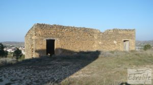 Masía de piedra en Maella para reformar. en venta con vistas privilegiadas por 17.000€