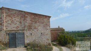 Foto de Chalet y Naves en Fabara. Buen acceso y estupendas vistas. en venta con buen acceso por 65.000€