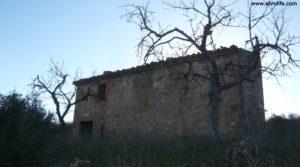 Masía en Maella en oferta con toma de agua por 24.000€