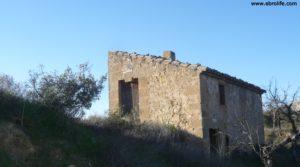 Detalle de Masía en Maella con montaña