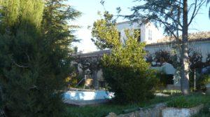 Gran casa de campo en Maella en venta con río