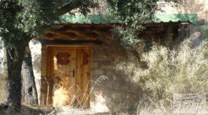 Casa en el río Tastavins, en La Portellada. en oferta con olivos centenarios por 36.000€