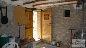Foto de Casa en el río Tastavins, en La Portellada. en venta con olivos centenarios