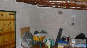 Casa en el río Tastavins, en La Portellada. en oferta con regadío