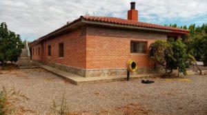 Hacienda en Caspe en oferta con jardín