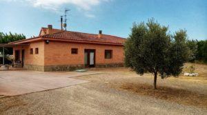 Hacienda en Caspe para vender con terraza