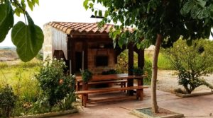 Hacienda en Caspe a buen precio con jardín por 595,000€