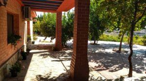 Hacienda en Caspe a buen precio con jardín