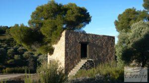 Masía de piedra en Maella. para vender con olivos centenarios