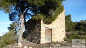 Masía de piedra en Maella. en oferta con olivos centenarios