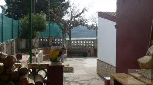 Chalet en Chacón (Caspe) en oferta con jardines por 115.000€