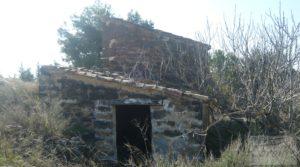Casa de campo en Caspe en oferta con regadío por 19.500€
